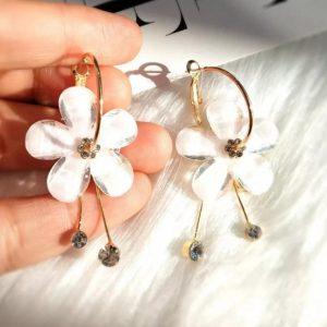Pendientes Dorados Flores Blancas