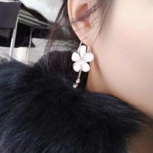 pendientes colgantes tipo gota flor blanca