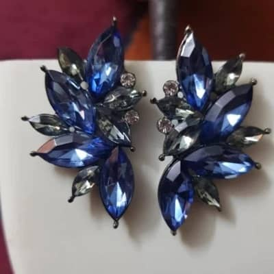 pendientes azules elegantes y vistosos