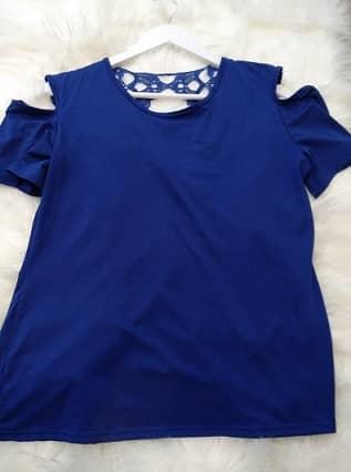 camiseta azul mujer hombros descubiertos